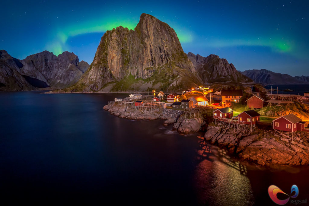 Dancing lights above Lofoten